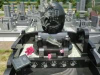 家族の想いを手型にしたデザイン墓